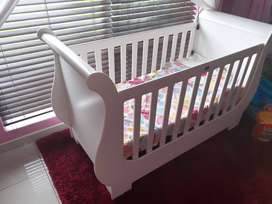 Treehouse baby cot