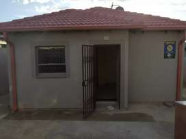 2 bedroom to Rent In Riverside View, Fourways(AVAILABLE  from 1 April)