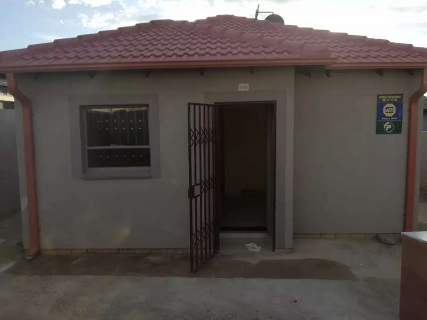 2 bedroom to Rent In Riverside View, Fourways(AVAILABLE  from 1 April) 0