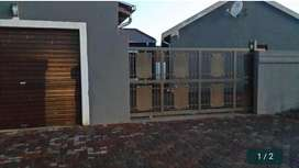 2 BEDROOM HOUSE IN LEACHVILLE EXT 3