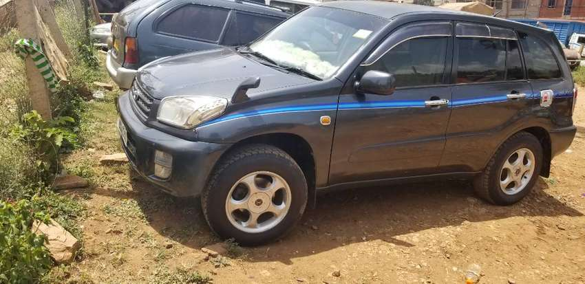 A BLACK RAV4 2003 MODEL, UAS --J 4WD WELL MAINTAINED 0