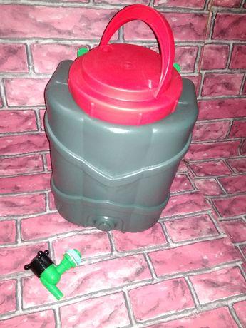 рукомойник с краном для дачи огорода частного дома или бак для воды