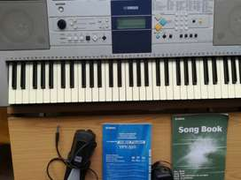 Yamaha Digital Keyboard PSR E323 with all accessories