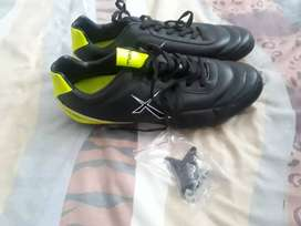 Maxed rugby boots