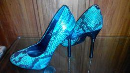 Туфли со змеиным принтом