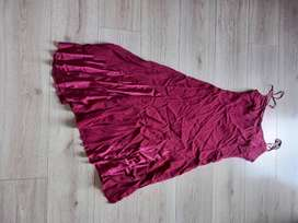 Red knee-length prom dress (size 10)