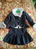Школьная форма серого цвета для первокласницы(в подарок блузочка)