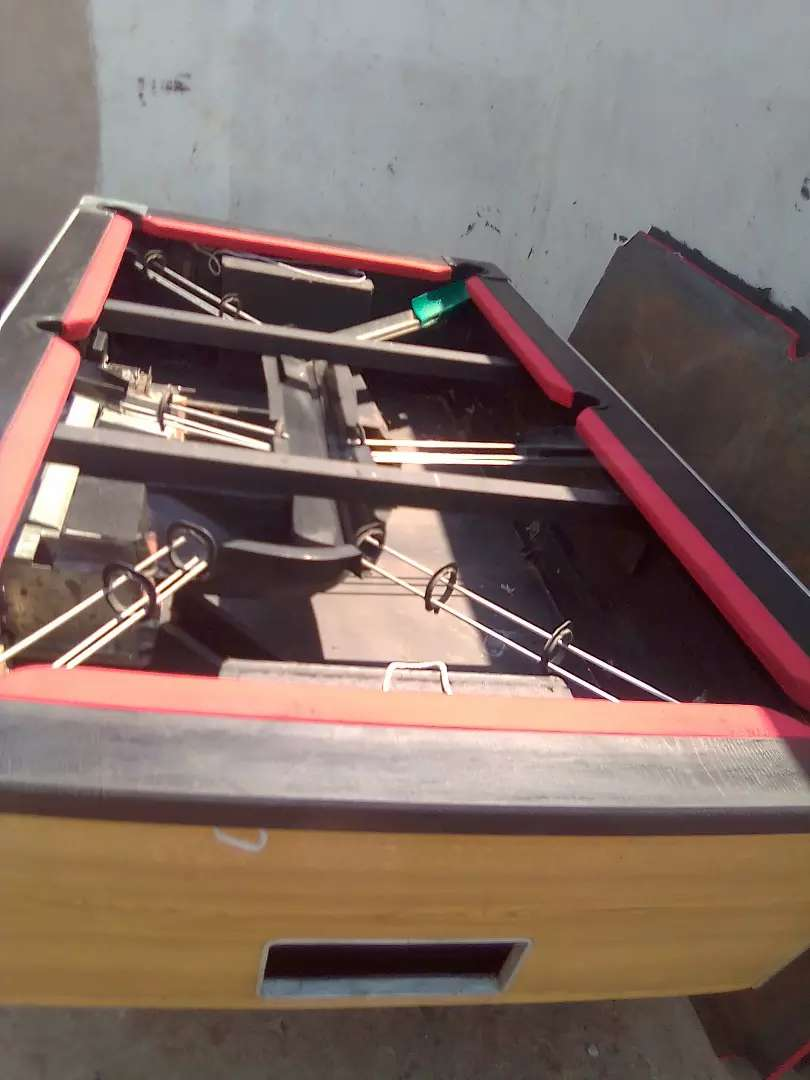 R2 Coin operated pool table 0