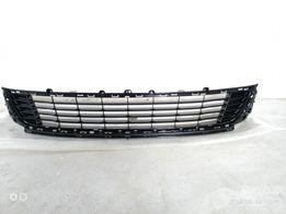 Продам решітка (решетка) бампера Рено Меган 3 2012-2013рр 622543916R