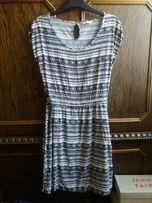 Czarno biała sukienka w azteckie wzory