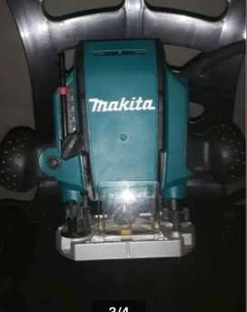 Makita router RP0900