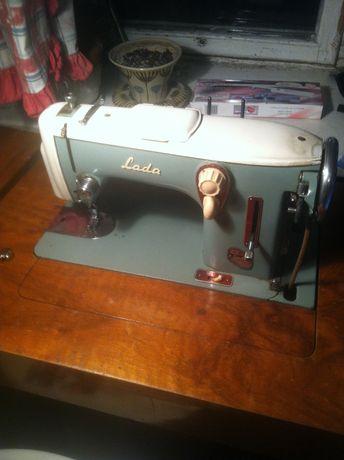 Швейная машина Лада 237 со столом производства Чехия 2 привода