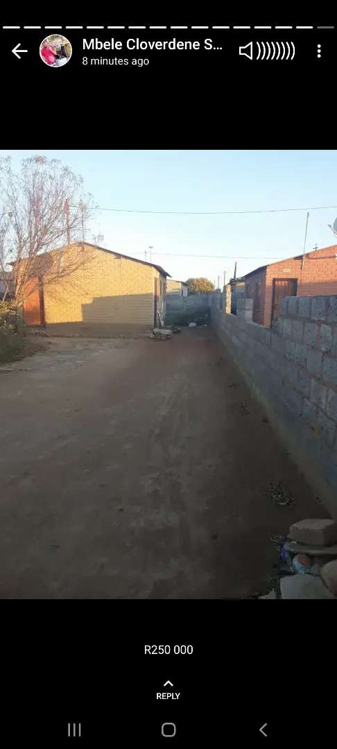 Hudge yard 280m2 situated on the main road has title dee