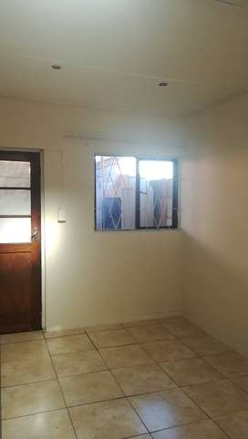 Separate entrance to rent in summer greens