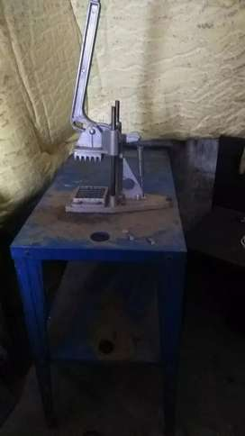 Chip cutter with table
