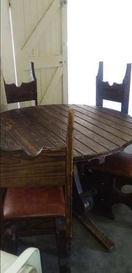 Living Room Round Table & chairs