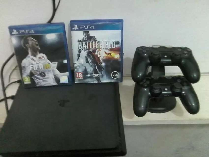 PlayStation 4 with Two pads and two playing games 0