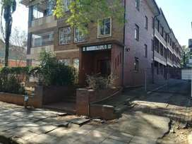 Room to rent in three bedroom flat close to shops and CBD