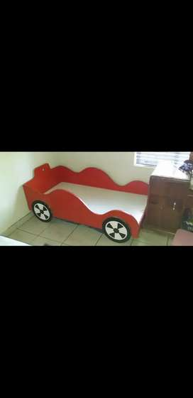 Car bed red