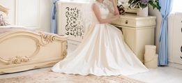 Продам красивое свадебное платье 42-44 размера
