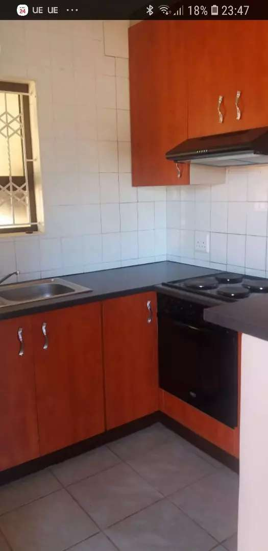 Shared apartment in Durban North 0