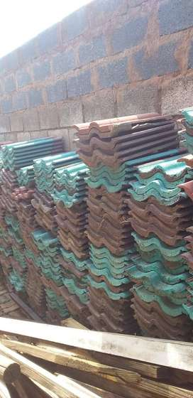 950 Used Roof Tiles. R3.00 each.