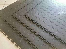 Non-Slippery Interlocking Rubber/PVC Mats/Tiles at affordable