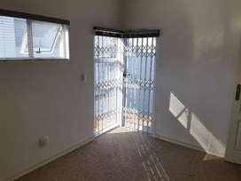 1  bedroom, kitchen and ensuite available in Ferndale, randburg