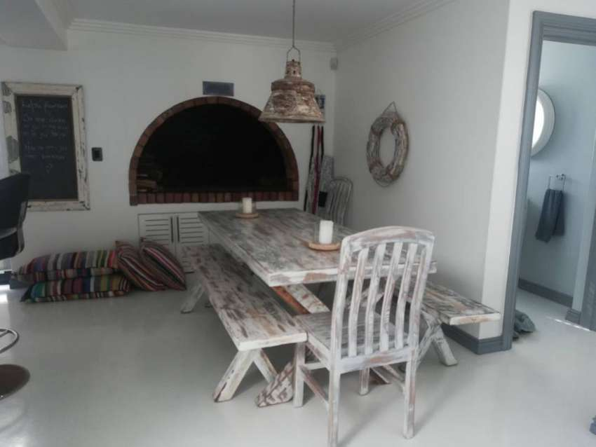 8 Seater Solid Oregeon Pine Table 0