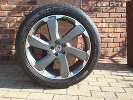Volvo XC60 full R20 almost new rims set with tyres