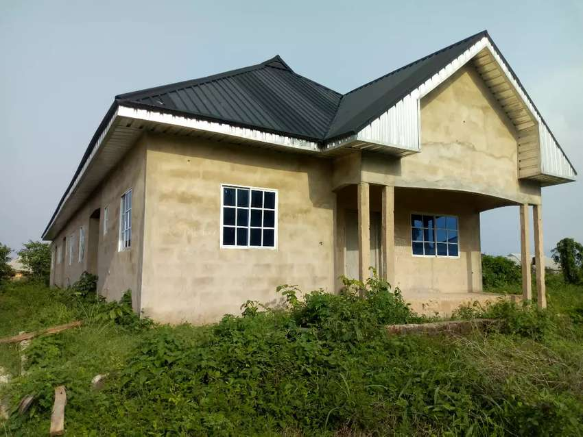 Well built90% completed 2&3bedroom 3unit flat @ d bypass off Sapele Rd 0