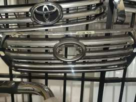 TOYOTA LAND CRUISER FRONT GRILL 2017 MODEL