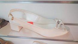 Buty na niskim słupku różne rozmiary likwidacja sklepu