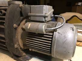 Pool pump for sale - R1750