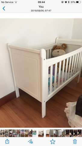 Cot, Compactum Treehouse and Carpet