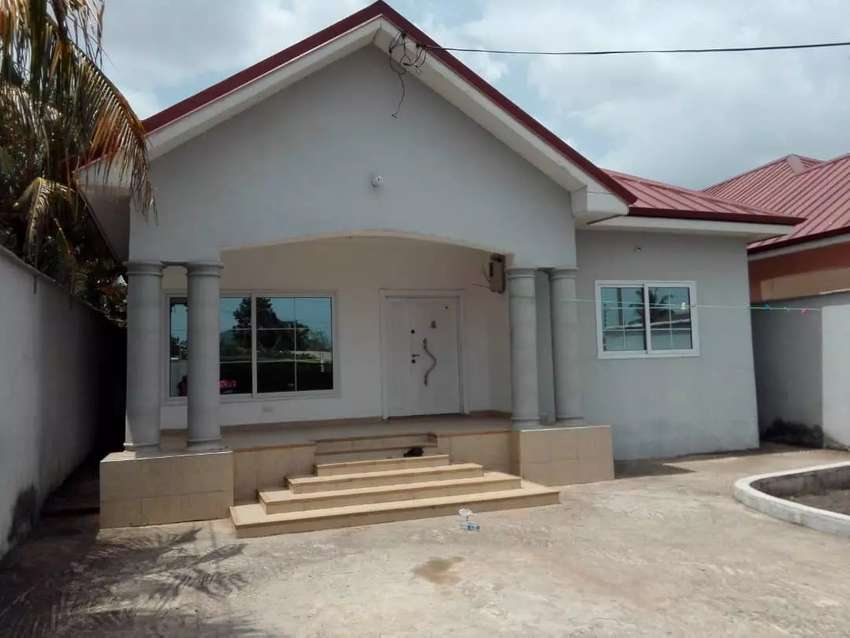 EXECUTIVE 3 BEDROOMS HOUSE AT KWABENYA SCH JUNCTION 1/2YRS 0