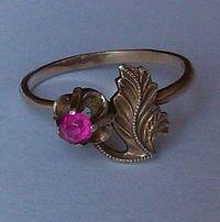 Кольцо серебро, позолота с молодым рубином