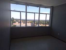 Room to rent in a 3 bedroom flat were we share bathrooms and kitchen