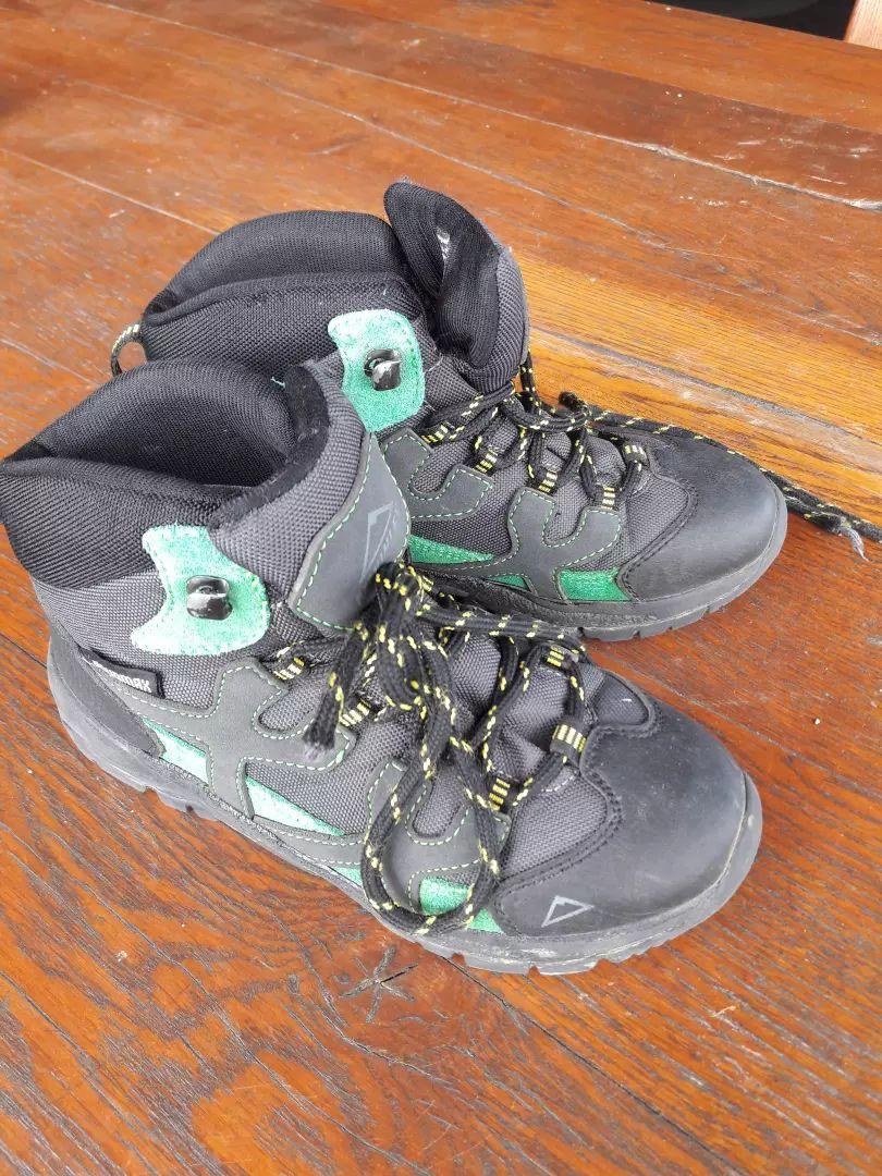 Otroški pohodni čevlji McKinley št. 33 0