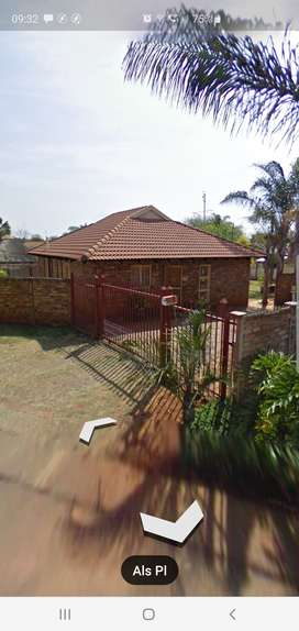 Neat 3 Bedroom House to let