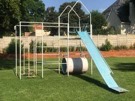 Kids Jungle Gym includes delivery