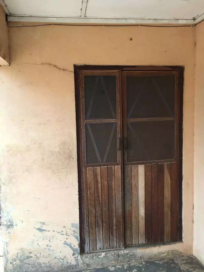 chamber n hall with kitchen with shelf 4rent for 200ghc 2yrs advance. 0