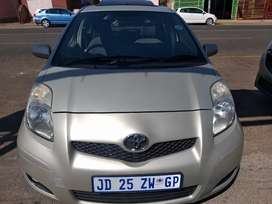 2010 Gold Toyota Yaris T3 Auto S/R