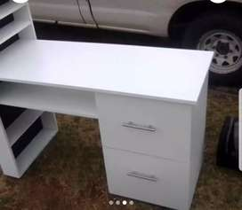 Nail / manicure tables