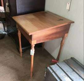 Yellowwood desk with lid