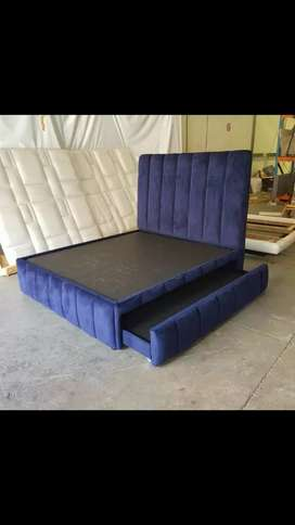 Sleigh bed with storage compartment