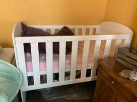 2018 White wooden Cot