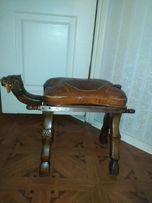 Декоративный стул в египетском стиле