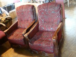 Dwa fotele,-wiśniowe, częściowo do lakierowania.Styl holenderski?