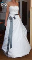 Suknia ślubna z stalowym pasem. Rozm. 36. Ivory. Litera A.